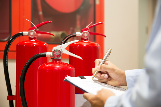 engineer-inspection-fire-extinguisher